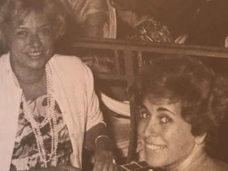 Marianne Serf, a droite, et Suzanne Baldon , festival de  Deauville.L'Aristocratie du Bridge 1973